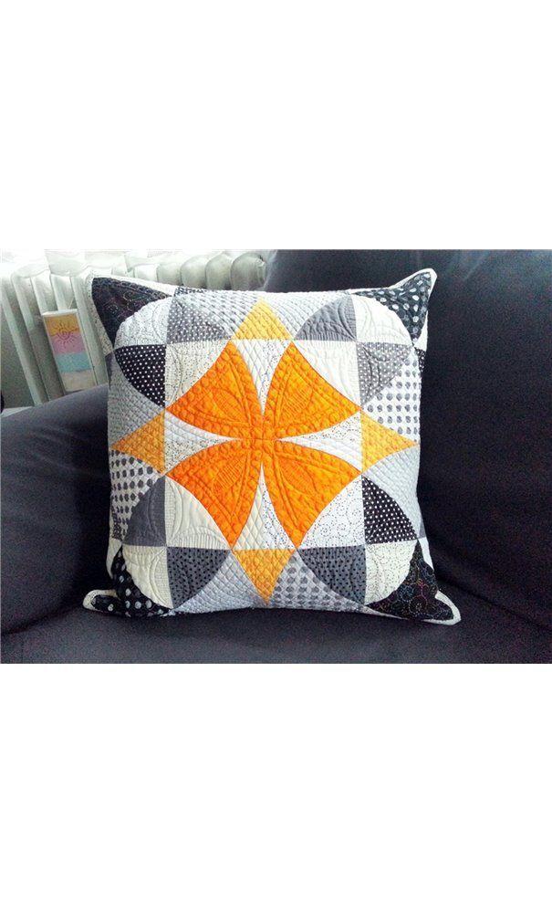 Winding Ways quilt block pillow