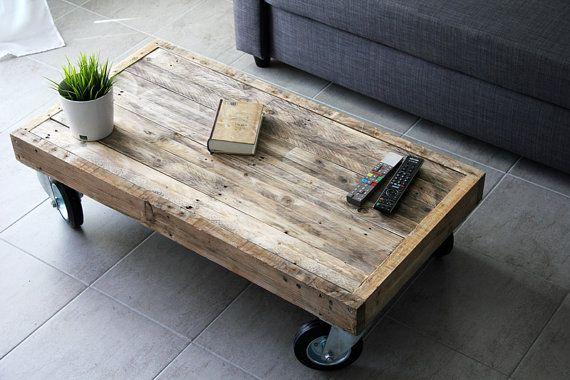 Lossature de cette table est complètement réalisée en traverses récupérées du démantèlement de palettes destinées à des créations précédentes. Le
