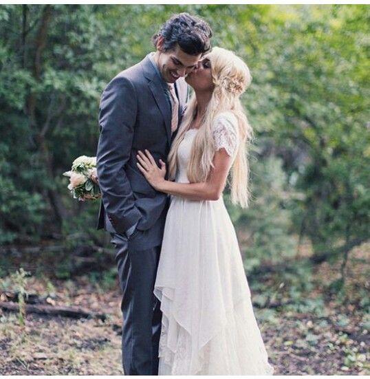 Beautiful flowy, boho wedding dress