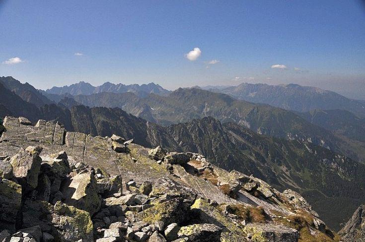 Jahňací štít ako najvýchodnejší vrchol Vysokých Tatier, kedysi nazývaný štít Bieleho plesa, ponúka veľkolepý výhľad na Vysoké aj Belianske Tatry...  http://mameraditatry.wordpress.com/2012/09/20/jahnaci-stit-tatry/