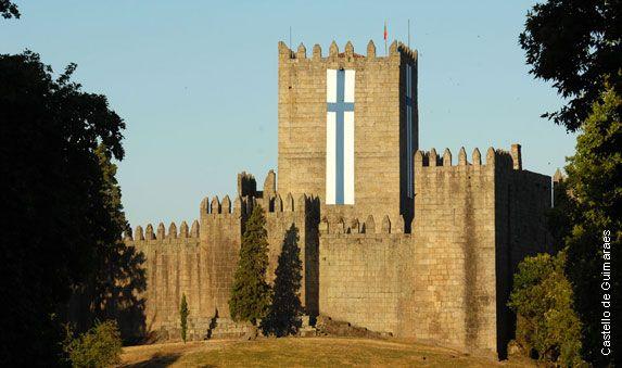 Ville médiévale, Guimarães - Capitale de la Culture 2012 - via buybuy.com 13.07.2012 | Ville médiévale, Guimarães - prononcez Guimaraech - jusqu'alors méconnue, est la capitale européenne de la culture 2012. L'occasion de découvrir le Portugal autrement.