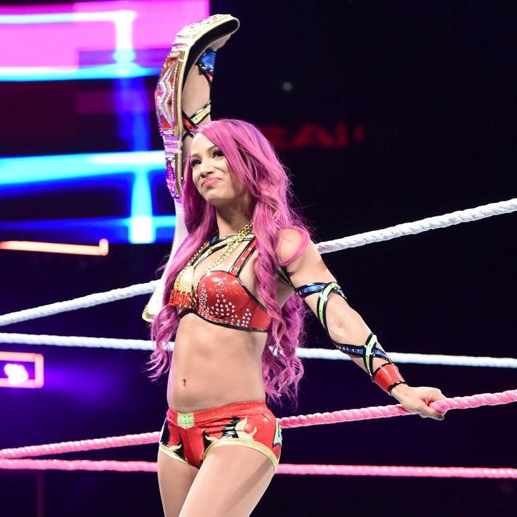 Rusev und Lana konfrontieren Sasha Banks und Charlotte: Fotos