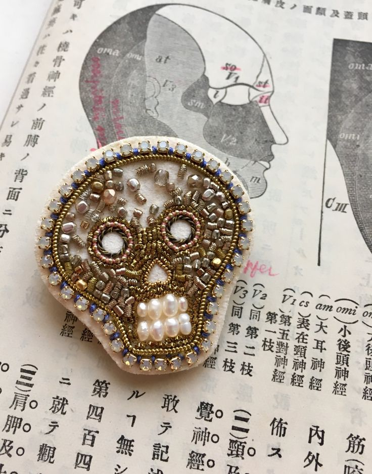 Embroidered brooches and art by zoomy on Etsy • So... |