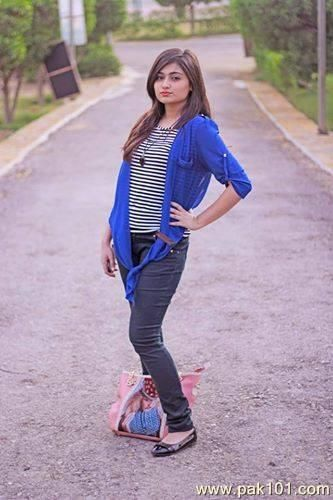 Pakistani TV star #Javiria watch her latest Drama serial #MohabbatZindagiHai