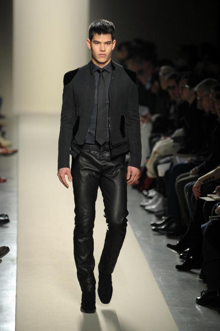 Vestito nero con camicia nera iranpour