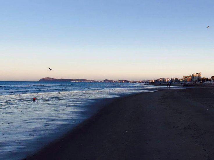 Rimini in inverno, la tranquillità di una spiaggia deserta