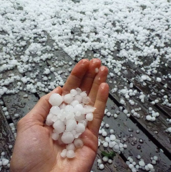 When hail hit Adelaide. YES Adelaide, the hottest, driest major city in Australia.   25 Times Australia's Weather Was Batshit Insane In 2015