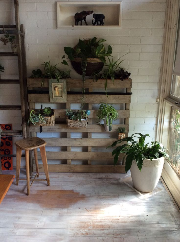 My pallet feature indoors