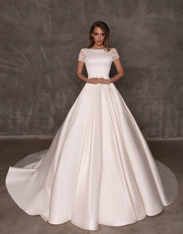 Featured Wedding Dress: Eva Lendel; www.evalendel.com; Wedding dress idea.