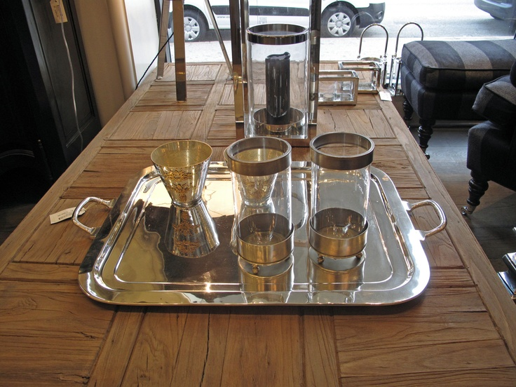 Sofatable in solid wood, hurricanes and trays.