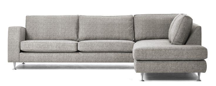 Coffee är en soffa som är lätt att anpassa efter just dina behov. Du kan välja att få divanen till höger eller vänster, välja vilket armstöd som passar dig. Du kan välja om du vill ha komfort standard eller delux, ha matchande/avvikande keder eller stickning, ha mjuka kuddar eller lite fastare plymåer i ryggen. Komplettera gärna din soffa med en eller flera nackkuddar. Designa din egen Coffee i Mio Soffbyggare eller besök din Mio-butik.