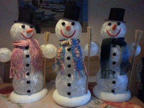 Beleuchteter Schneemann aus Acrylkugeln