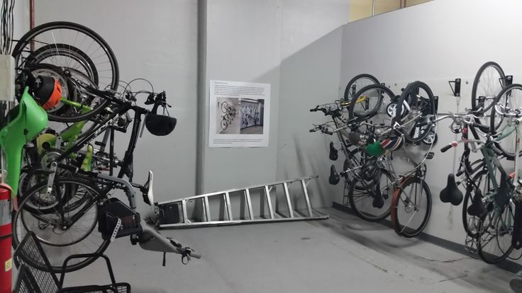 De 54 b sta bike room design bilderna p pinterest for Website that allows you to design a room
