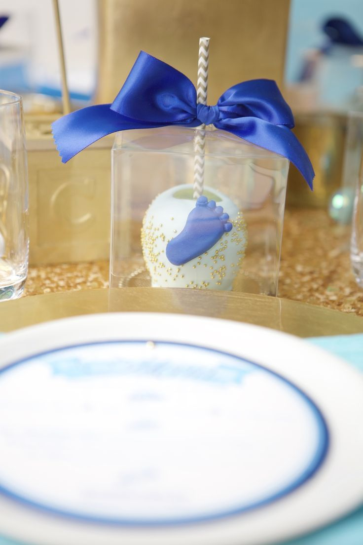 Candy apple favors for each guest. Baby shapes on each favor by Roni Sugar Creations. | Lovelyfest Event Design | Royal Blue Baby Shower