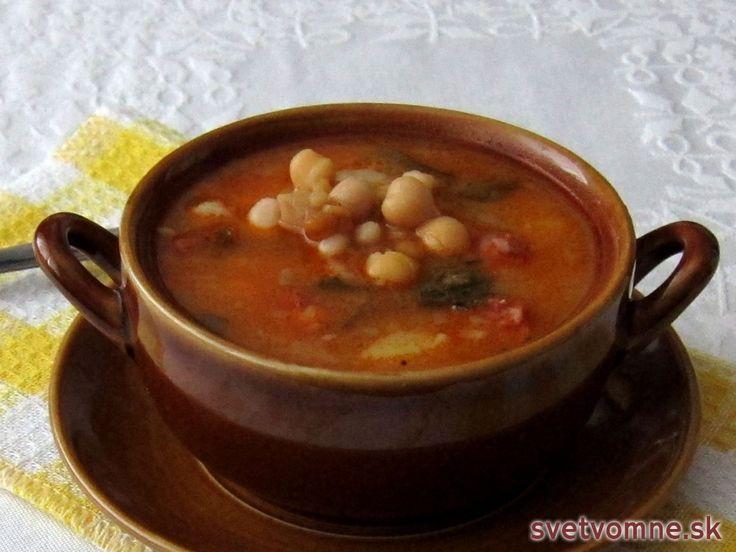 Hustá desiatová polievka plná zdraviu prospešných strukovín a nie zrovna zdraviu prospešnej klobásky :)