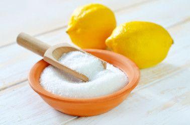L'acide citrique est présent naturellement dans de nombreux organismes vivants comme les végétaux mais aussi le corps humain! Totalement biodégradable, on le trouve aussi bien dans l'agroalimentaire qu'en cosmétique. L'acide citrique tient une place de choix dans toutes les maisons pour netto…