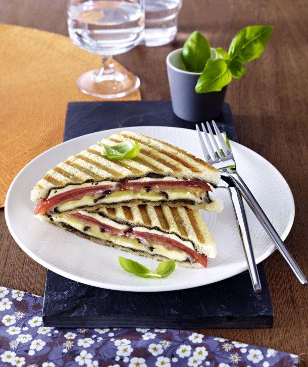 Unser beliebtes Rezept für Tomaten-Aubergine Sandwich und mehr als 55.000 weitere kostenlose Rezepte auf LECKER.de.