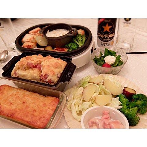 2016/05/14 #Dinner Camembert Fondu Cake Salé Yogurt Cake Rucola and Tomato Salad カマンベールチーズフォンデュルッコラとプチトマトとモッツァレラのバルサミコサラダマルチョウ白ワイン  #homemade #dîner #cooking #abendessen #cena #japan #japon #giappone #japanese #japanesefood #かょちゃんごはん #bulletproofdiet #Glutenfree #keto #ketosis #edrecovery #anarecovery #camembert #cheesefondu #Saturday #14052016 by yamamo_23