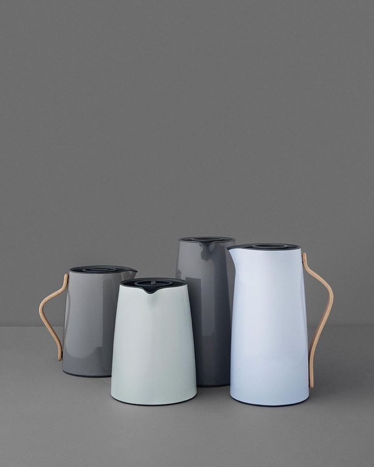 Instagram 上的 Stelton:「 The Emma vacuum jug comes in a pretty blue and grey colour palette. Which is your favorite? #stelton #emmacollection #vacuumjug #design #designklassiker #prettycolours 」