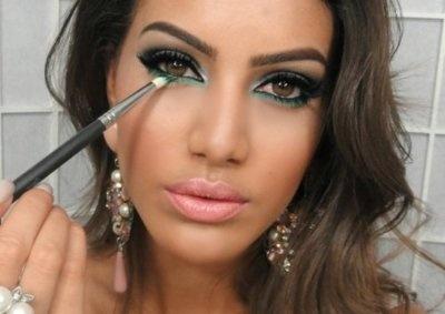 not diggin' the green liner but love her browsMakeup Tutorials, Eye Makeup, Eye Colors, Beautiful, Make Up Style, Eyemakeup, Green Eyeliner, Lips Colors, Under Eye