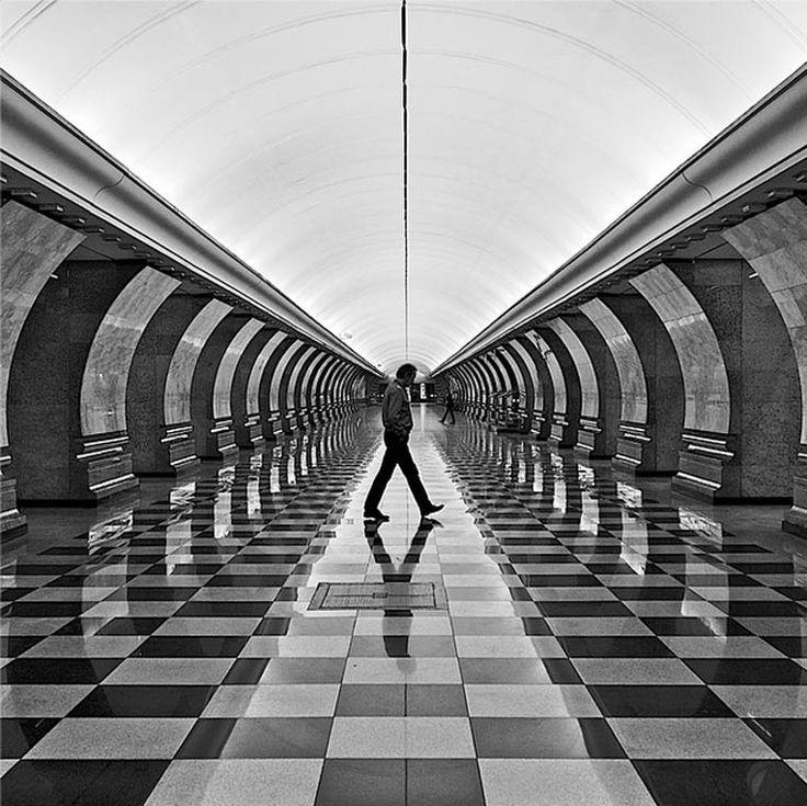 Les stations de métro russes capturées dans de superbes photos en noir et blanc