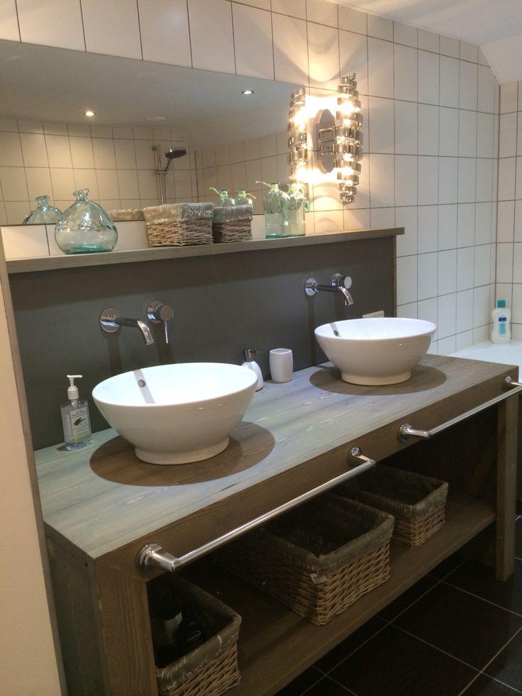 Badmeubel van steigerhout | Wilt u ook een meubel laten maken ga dan naar www.Klusopmaat.nl en geef uw klus door!