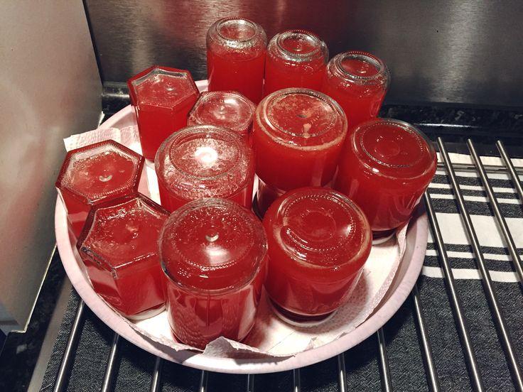 Hätt ja eigentlich Melonenmarmelade werden sollen. Ich fürcht aber, das ned gescheit geliert, wirds Melonensirup 🤔😜
