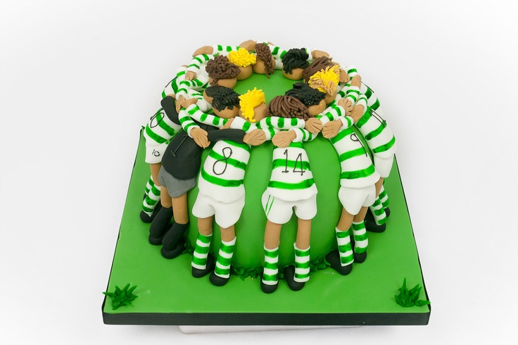 Learn how to make the Sports Huddle Cake, easily adapted to anyones favourite sports team.