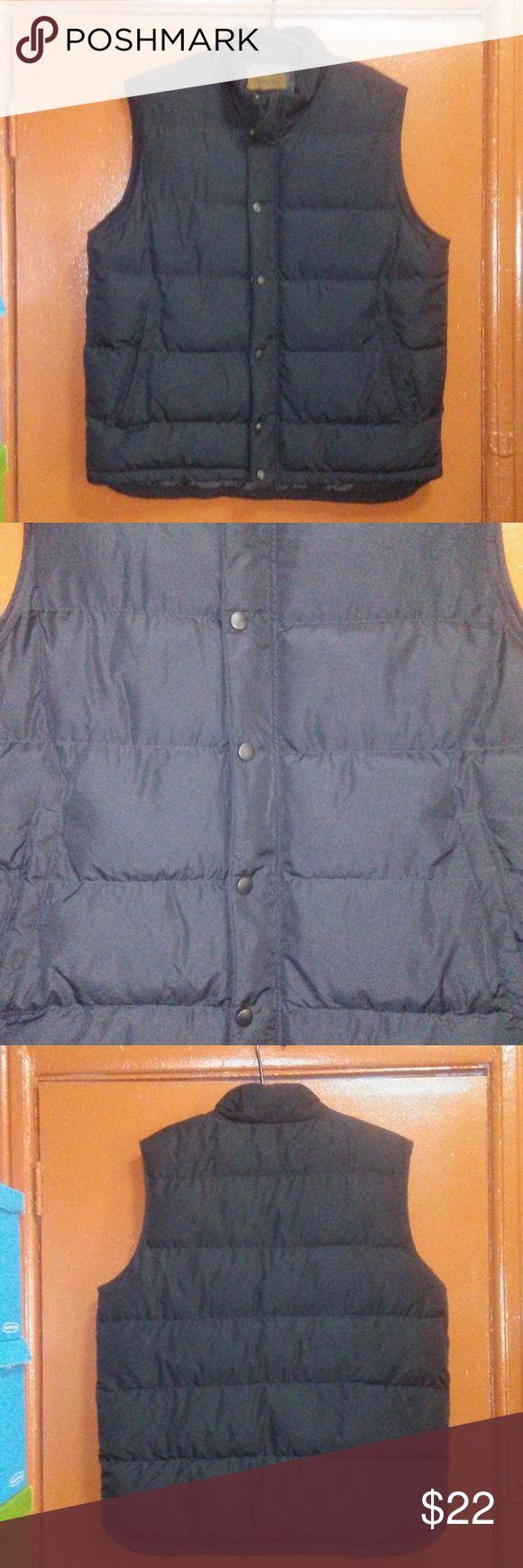 "St Johns Bay Puffer Vest Size Large Tall Mens St Johns Bay Puffer Vest Winter Black Big & Tall Size Large Tall LT Measurements: Pit to Pit 25"" Length 32"" Condition: Pre-owned - Great Condition St. John's Bay Jackets & Coats Puffers"