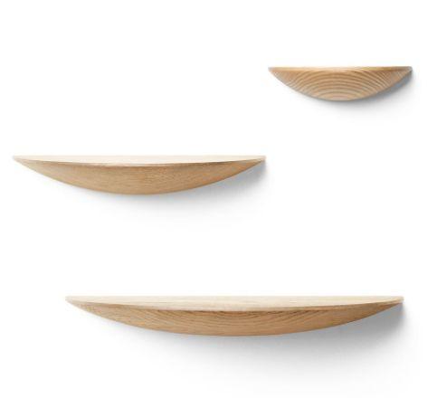 Menu+Fungi+er+en+serie+geniale+og+vakre+hyller+som+kan+brukes+mange+steder;+som+nattbord,+i+gangen,+på+kjøkkenet,+i+stuen+eller+barnerommet.+Hyllene+er+i+heltre+ask+i+tre+størrelser. S:+Bredde:+22+cm,+Dybde:+11+cm,+Høyde:+5+cm M:+Bredde:+30+cm,+Dybde:+15+cm,+Høyde:+5+cm L:+Bredde:+42+cm,+Dybde:+21+cm,+Høyde:+5+cm