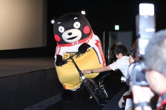 くまモン、自転車で映画館に乱入!『弱虫ペダル』声優陣を驚かせる