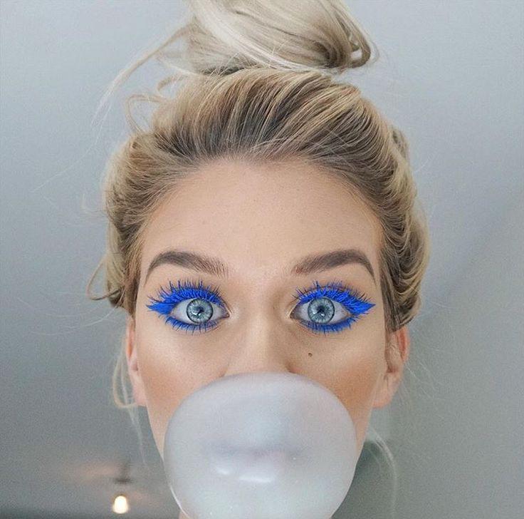 Blue eyeliner // Patrizia Conde
