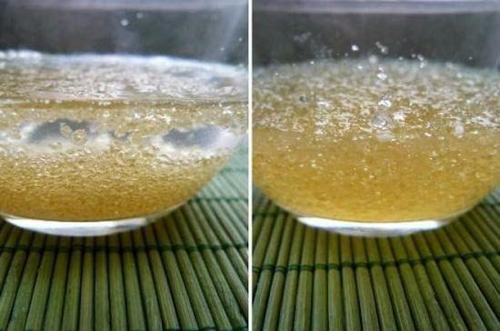 Для улучшения состояния кожи, волос и ногтей: 1 ч ложка желатина; 1 стакан воды; 1 ч ложка лимонного сока. Желатин развести теплой водой, дать ему немного разбухнуть. Добавить лимонный сок. Принимать такой напиток ежедневно, за 30-40 мин до завтрака (натощак). При регулярном употреблении внутрь желатина суставы будут лучше работать, волосы станут эластичнее и крепче, кожа - более подтянутой.