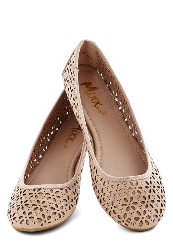 Cute ballet flats with cutout flowers http://rstyle.me/n/du66pnyg6