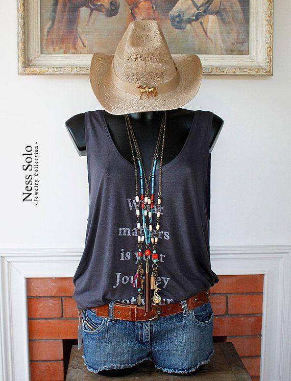Boho long perles collier avec perles de verre de rouge mat bleu et corail, un pendentif corail et un gland en cuir véritable.  Le collier mesure 92 cm (36 1/4 po) sans la partie en cours.  - ♥ - ♥ - ♥ - ♥ - ♥ - ♥ - ♥ - ♥ - ♥ - ♥ - ♥ - ♥ - ♥ - ♥ - ♥ - ♥ - ♥ - ♥ - ♥ - ♥ - ♥ - ♥ - ♥ - ♥ -  Expédition vers les États-Unis prend habituellement 10-15 jours, occasionnellement, peut prendre plus longtemps, vers le haut pour 4 à 6 semaines. Expédition vers dautres pays peut prendre de 1 à 8 semaines…