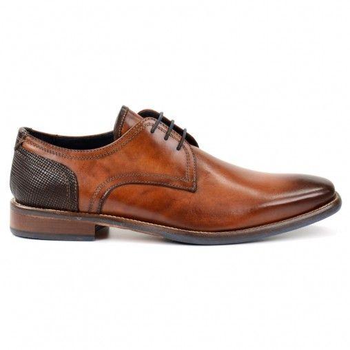 Nette herenschoenen gemaakt van duurzaam en soepel Italiaans leder. De schoenen onderscheiden zich van andere nette herenschoenen door het donkerbruine detail op de hak en het uiteinde van de tong. De binnenzijde is gevoerd met navy blauw runderleer en de