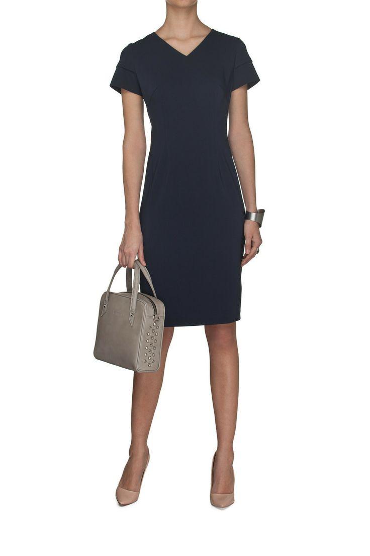 Sukienka dekolt V granat Granatowy   Ubrania \ Sukienki \ Mini Ubrania \ Sukienki \ Koktajlowe Ubrania \ Sukienki \ Biurowe Ubrania \ Wszystkie ubrania Ubrania \ WIĘKSZE ROZMIARY PROJEKTANCI \ Laura Guidi Sukienki Wszystkie ubrania W ubiegłym tygodniu Business lunch SALE 22%   MOSTRAMI.PL