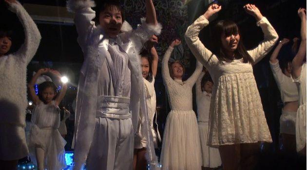 """【JAZZ HIPHOP DANCE】 FRIDAY 19:00-20:30 """" Tune in DANCE STUDIO""""  http://www.tunein-creative.com/sio/  アップテンポ・スローなどあらゆる選曲で、  キレのある動きをより大きく、力強く踊れるように。 ダンスに必要な動き、技術、表現のレベルアップを重点的に学べます。 ☆2013/12/22スタジオパフォーマンスのお写真"""