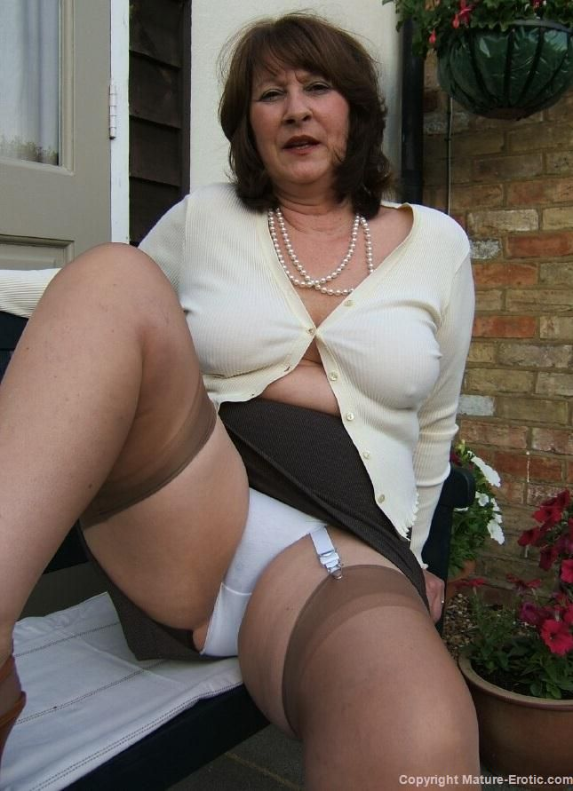 Chubby mature traing a bbc