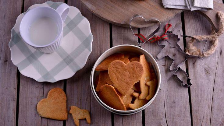 Receta fácil paso a paso con foto de Galletas de Navidad o Pepparkakor de Cocina nórdica. Un postre fácil para hacer con niños.