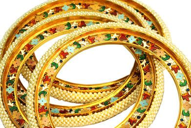 Rosey Bangrees :: These bangles famously called Bangrees in Bikaner are lovingly handcrafted with desi meenakari design. Made with 10 tola or 116.6gms of 22k Gold and studded with Basra pearls weighing 3.5 Tolas.