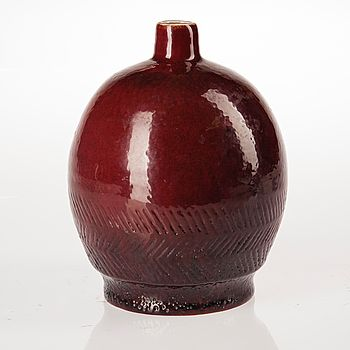 VAS, keramik, Tyra Lundgren, signerad TL och daterad -31 Arabia. #bukowskis #bukowskismarket #design #scandinavia #ceramics #tyralundgren #arabia