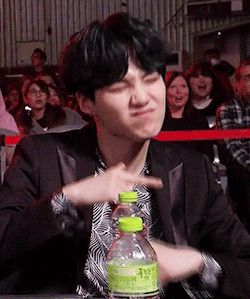 yoongi jamming out is my new favorite thing