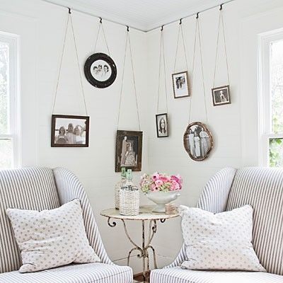 a cute way to hang pictures: Living Rooms, Decor Ideas, Hanging Pictures, Photo Display, Picture Rail, Hanging Photo, Pictures Railings, Pictures Frames, Hanging Frames