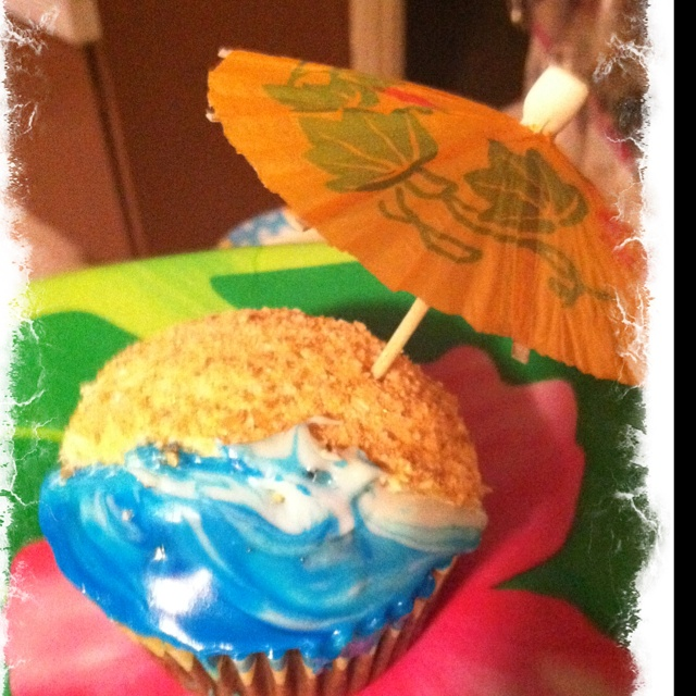 I made these for our luau party. Simple blue food coloring and gram cracker, rice crispy ground for the beach.