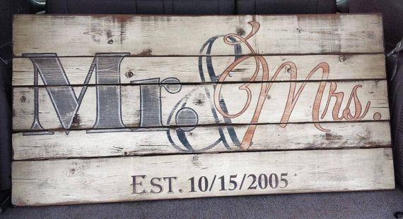 Wooden Sign - 'Mr & Mrs' with Wedding Year - Anniversary Gift - Wedding Gift - Pallet sign