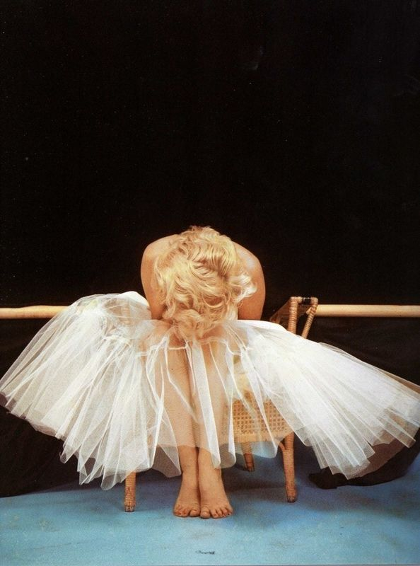 Milton H. Greene, Marilyn Monroe, Ballerina Sitting, New York, 1954