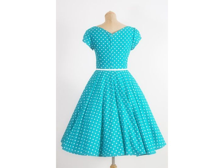 LORETTA retro šaty zelené s puntíkem. šaty mají hranatý výstřih a plně kolovou sukni řasené rukávky zdobené knoflíčkem materiál 100% bavlna délka sukně 60 cm