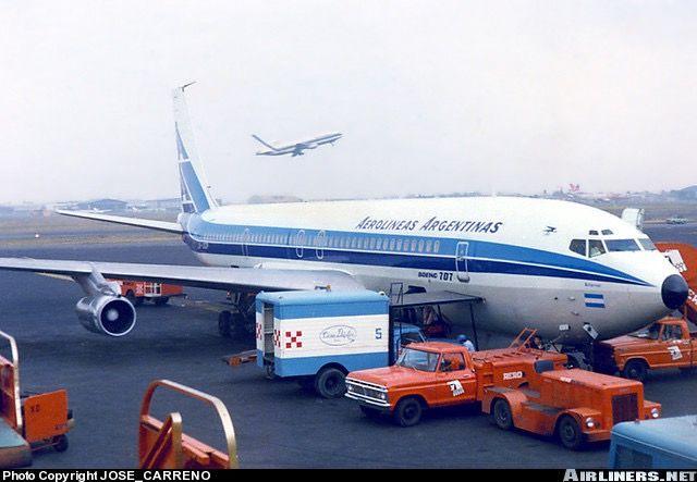 Boeing 707 Aerolíneas Argentinas en plataforma Aeropuerto México