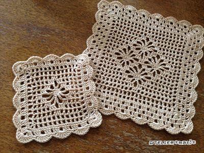 以前、紹介した方眼編み&お花模様のドイリーとコースターの編み図です。夏らしい透かしがたっぷり入った感じにしてみました。大きさはドイリーが1辺約16㎝、コースターが約10㎝です。そんなに大きくなく、すぐに編めますので、大作